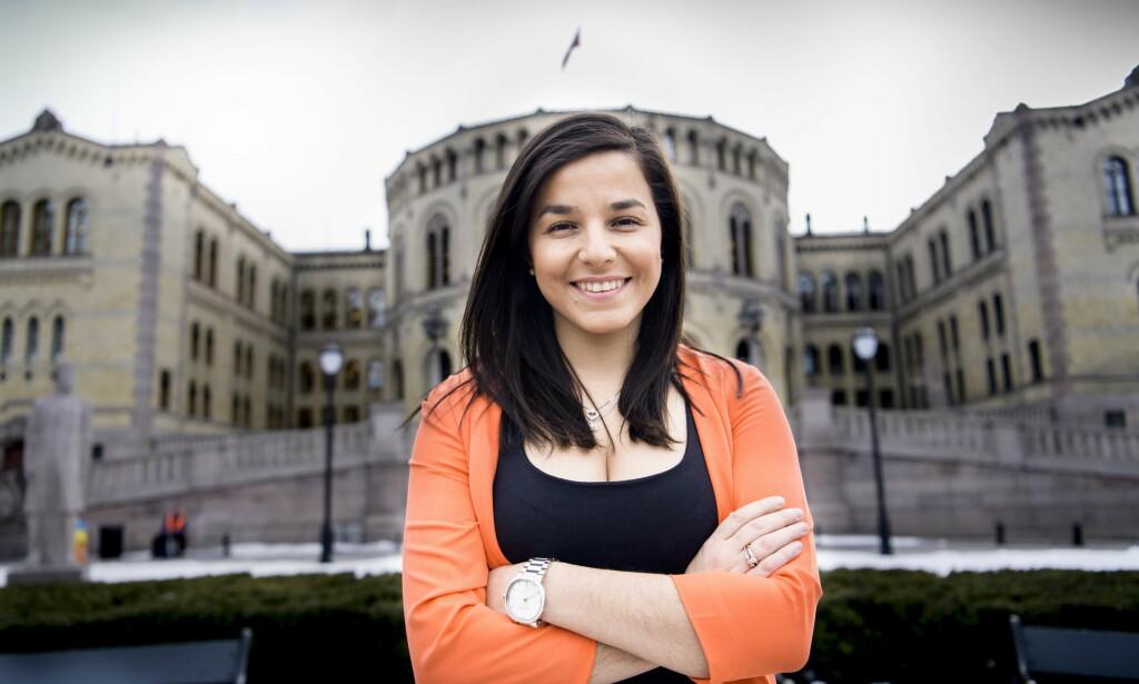 FOTBALL & POLITIKK: Som 15-åring var Zaineb Al-Samarai (30) aktuell for aldersbestemte landslag, men etter to alvorlige skader måtte Holmlia-jenta oppgi drømmen om en fotballkarriere. I stedet satset hun på politikken. Foto: Lars Eivind Bones