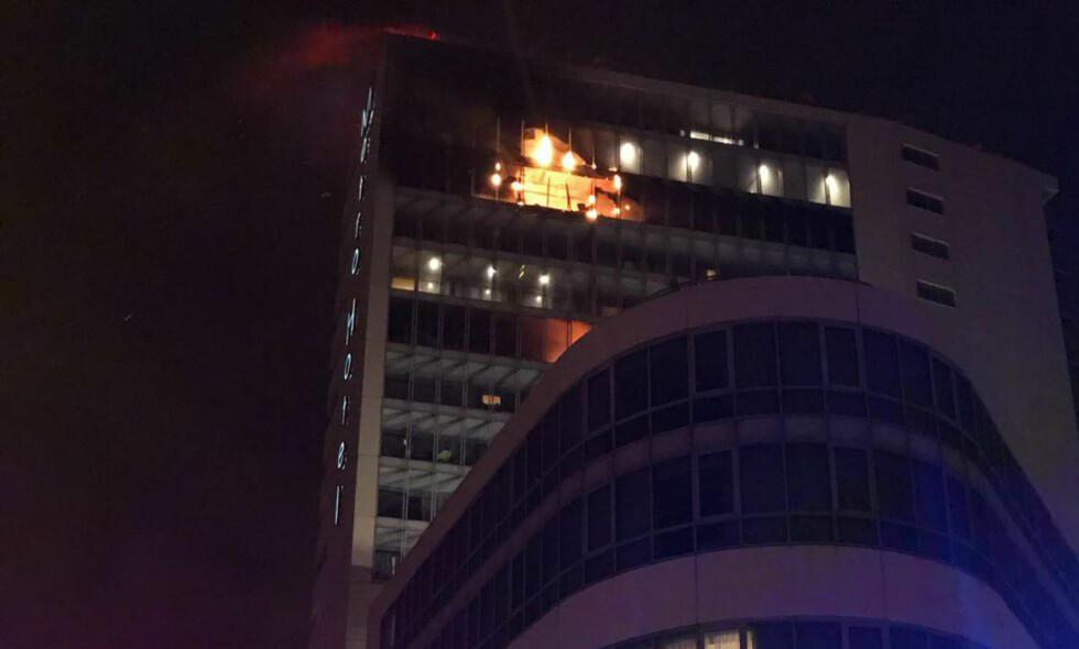 STORBRANN: Brannvesenet i Dublin har rykket ut etter melding om storbrann på et hotell nord i Dublin. Foto: Dublin Fire Brigade