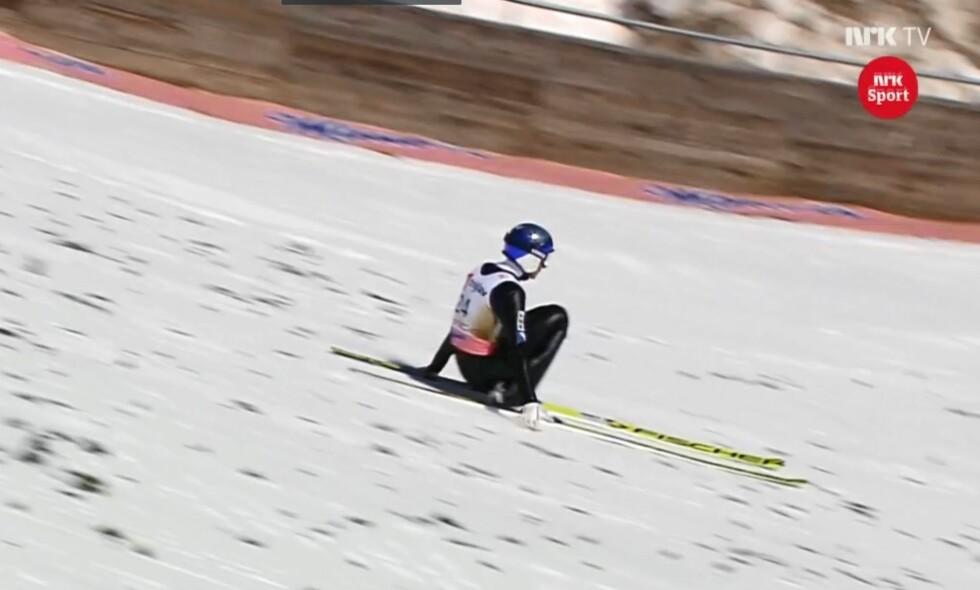 REKORD: Gregor Schlierenzauer tangerte verdensrekorden, men måtte nedi med henda da han landet. Foto: Skjermdump NRK.