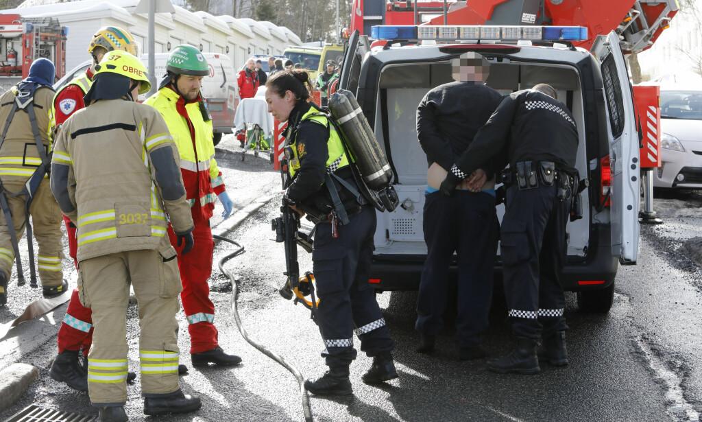 En vekter ble stukket i armen med en skrutrekker under en brannen. Politiet har pågrepet en mistenkt gjerningsperson. Foto: Ole Berg-Rusten / NTB scanpix