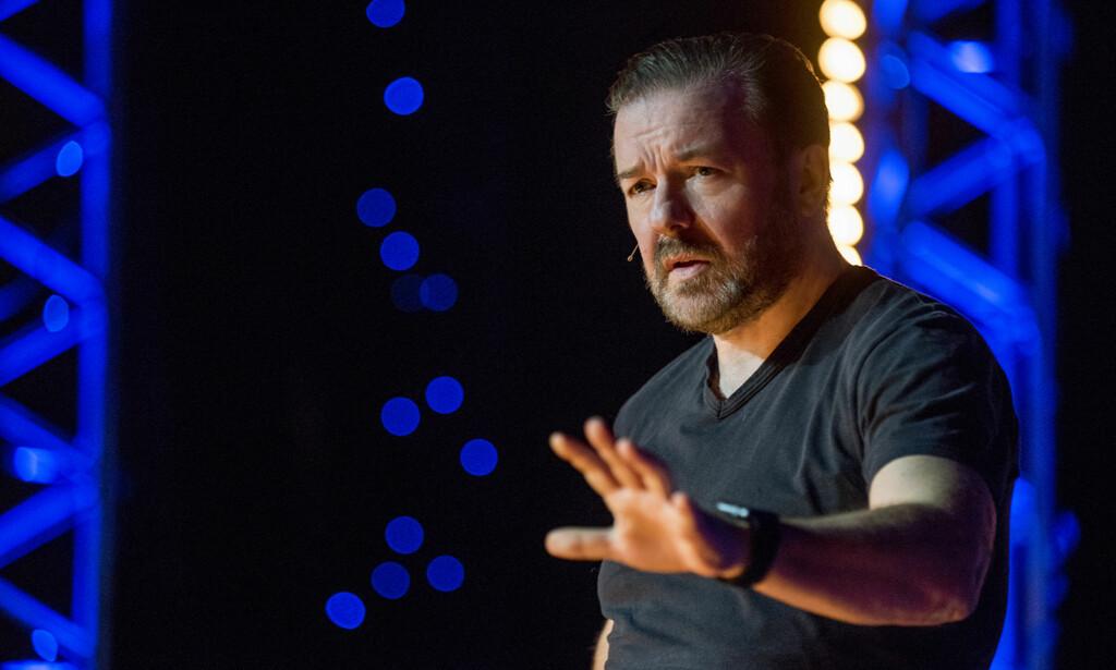 ANBEFALES: Ricky Gervais er tilbake bak mikrofonen med stand up-showet «Ricky Gervais: Humanity» på Netflix. Foto: NETFLIX