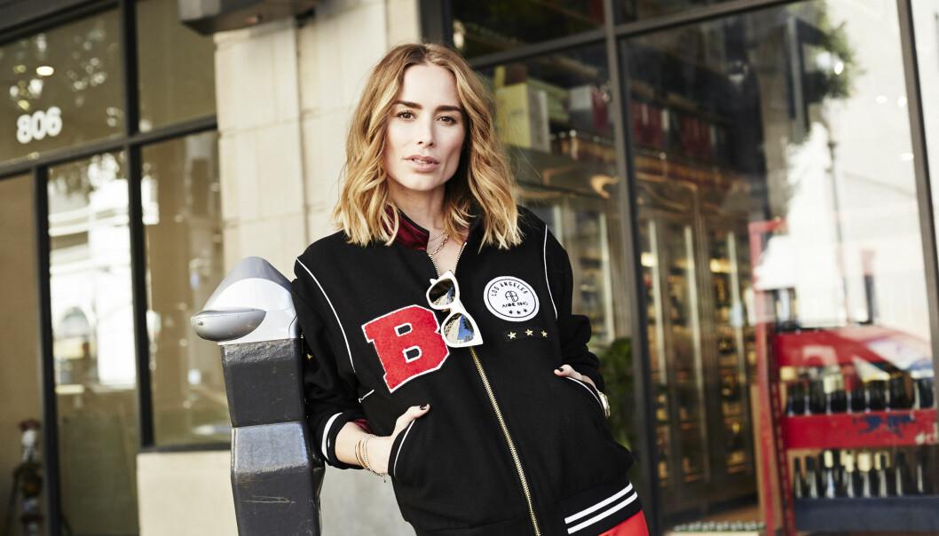 NY SAMARBEIDSKOLLEKSJON: Designeren Anine Bing har laget en kolleksjon for Gina Tricot og vært modell i kampanjen deres. FOTO: Gina Tricot