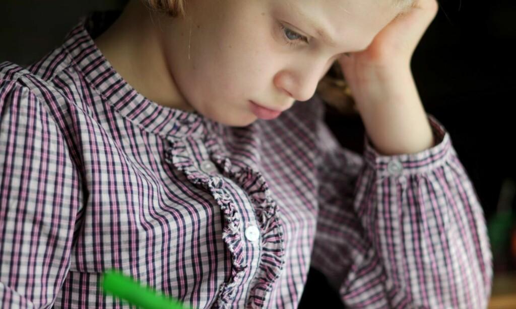 FORSKJELLER: Slik det er nå er det også stor forskjell på hvor mye foreldre følger opp barna, og dette fører til forskjeller innad i klassen hva gjelder læring og mestring, skriver artikkelforfatteren. Illustrasjonsfoto: Frank May / NTB scanpix