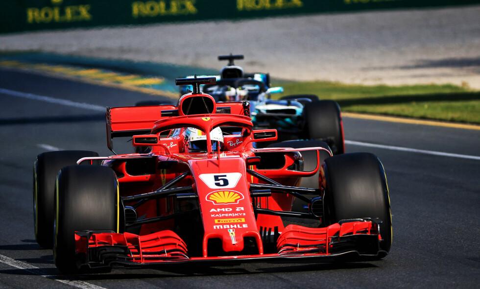 UTVIKLING: Sebastian Vettel og resten av Formel 1 kjører med en ny rød bøyle foran på cockpiten denne sesongen. Foto: XPB/Press Association Images.