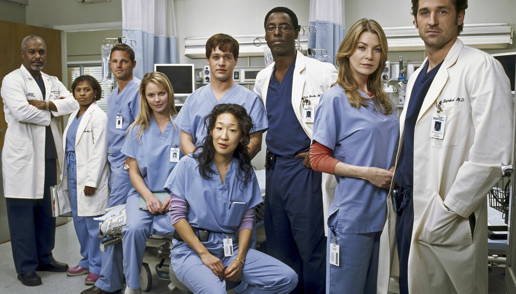 ANKLAGER TV-KANALEN FOR RASISME: Skuespilleren Isaiah Washington (nr. tre f.h.) fikk i 2007 sparken fra tv-serien «Grey's Anatomy» etter anklager om nedsettende kommentar om kollegaens seksuelle legning. Nå hevder han alt var en løgn for å få ham sparket. Foto: NTB Scanpix