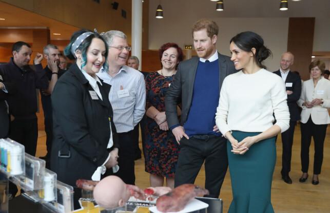 PÅ BESØK: Det var på besøk i Nord-Irland Meghan Markle møtte opp med hårsveisen som de siste dagene har skapt oversikrifter i mediene. Foto: NTB Scanpix