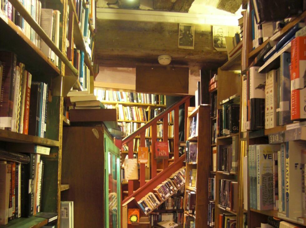 LITTERÆRT MEKKA: Fra et av bokas hellige steder, bokhandelen Shakespeare & Co. i Paris, åpnet i 1919 av den legendariske Sylvia Beach. Foto: Fredrik Wandrup