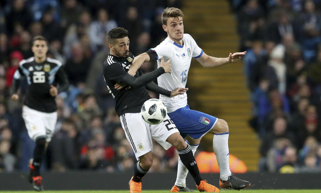 IMPONERTE: Manuel Lanzini (t.v.) scoret for Argentina i 2-0-seieren over Italia i Manchester. Foto: Martin Rickett, PA / AP / NTB scanpix