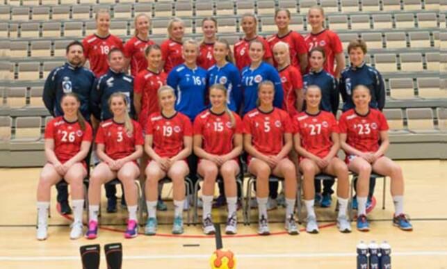 VENTER PÅ SVAR: Det norske U20-landslaget i håndball er i Serbia for å forsøke å kvalifisere seg til VM som arrangeres i juli. Foto: Håndballforbundet