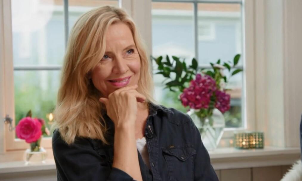 KONFLIKTSKY: I søndagens «En kveld hos Kloppen» er Hege Schøyen en av gjestene. Hun forteller blant annet en morsom historie som beviser at hun går langt for å gjøre alle til lags. Foto: TV 2