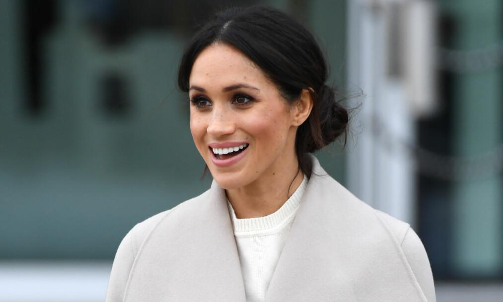 FÅR KRITIKK: Helt siden Meghan Markle forlovet seg med prins Harry har det haglet med kritikk. Denne gang er det hårsveisen som får oppmerksomheten. Foto: NTB Scanpix.