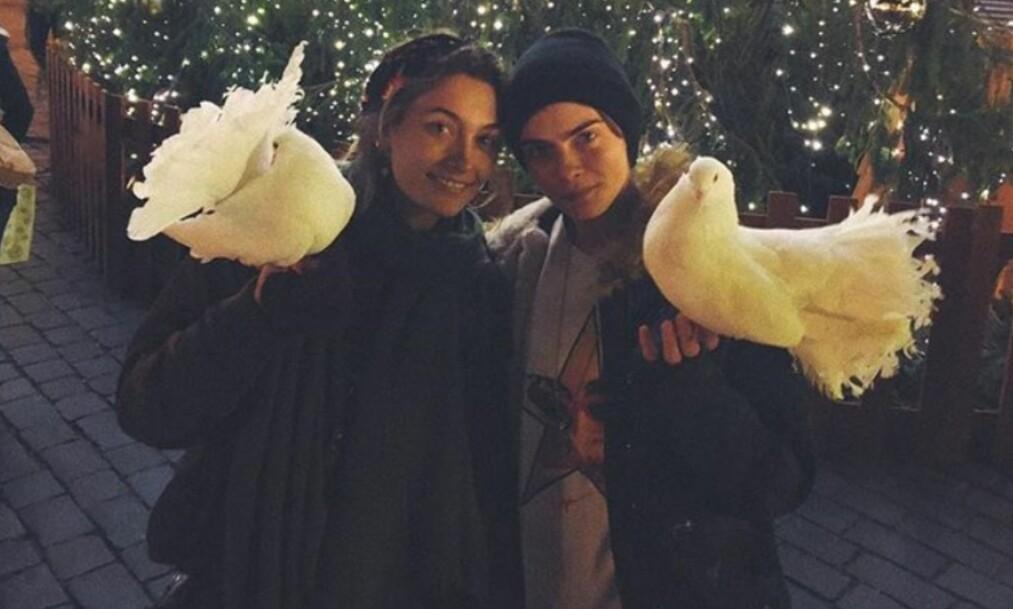 NYTT PAR? Paris Jackson (t.v) og Cara Delevingne har tilbrakt mye tid sammen de siste månedene. Foto: Instagram