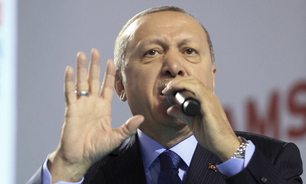 TRUET STUDENTER: Tyrkias president Recep Tayyip Erdogan vil kaste ut studenter fra sine studier dersom de kritiserer landets militære offensiv i Syria. Foto: NTB scanpix