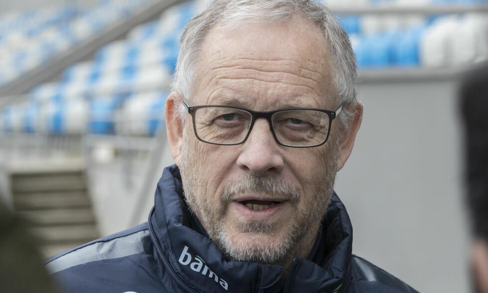 TELLER NED: Lars Lagerbäck er på plass i Tirana med Norge. Mandag venter Albania i privatlandskamp. Foto: Vidar Ruud / NTB scanpix