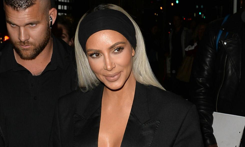 JUKSET: Kim Kardashian ble tatt på fersken da hun delte et bilde på Instagram som tydelig er redigert. Foto: NTB scanpix