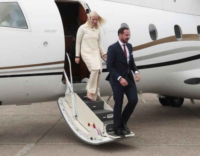 MED FAMILIEN: Kronprins Haakon flyr gjerne med kona, barna og søsteren sin, men aldri med sine egen foreldre. Foto: NTB scanpix