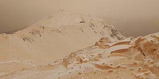 image: «Blodsnø» falt over Russland: - Som å stå på ski på Mars