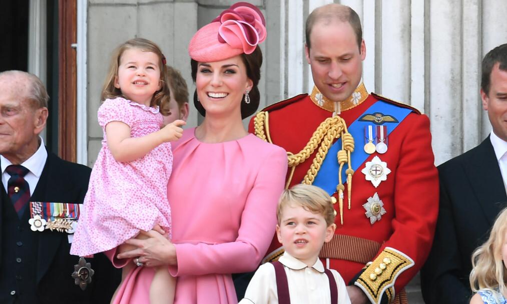 <strong>FAMILIEFORØKELSE:</strong> Fire har blitt til fem når Kate og William nå har ønsket sitt tredje barn velkommen til verden. Fra før har paret barna George og Charlotte. Foto: NTB scanpix