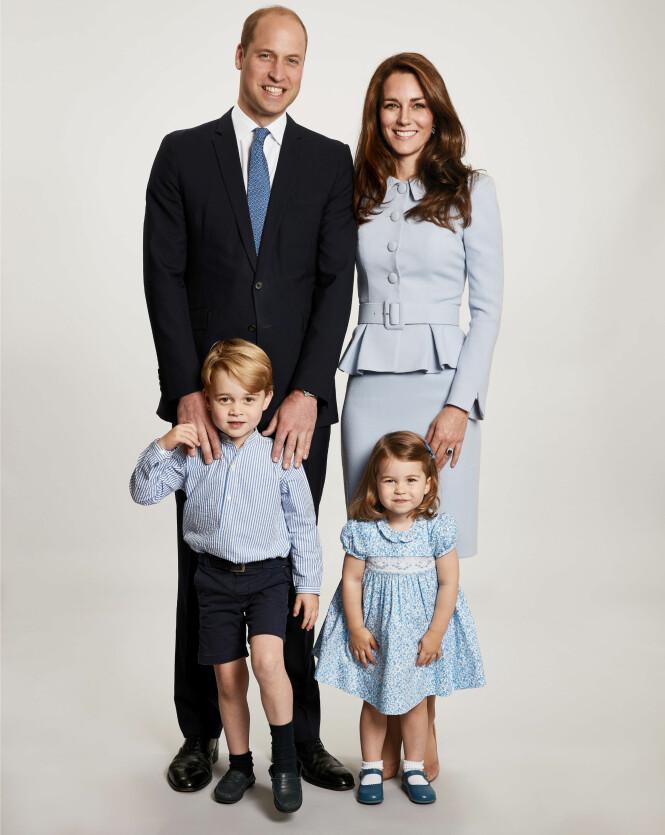 <strong>SØT FAMILIE:</strong> Kate, William, George og Charlotte poserte for fotografen til det årlige julekortet sitt i desember i fjor. Foto: NTB scanpix