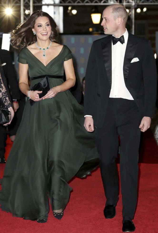<strong>STRÅLTE:</strong> Kate fikk mye oppmerksomhet for sitt kjolevalg på BAFTA i februar. Foto: AP / NTB scanpix