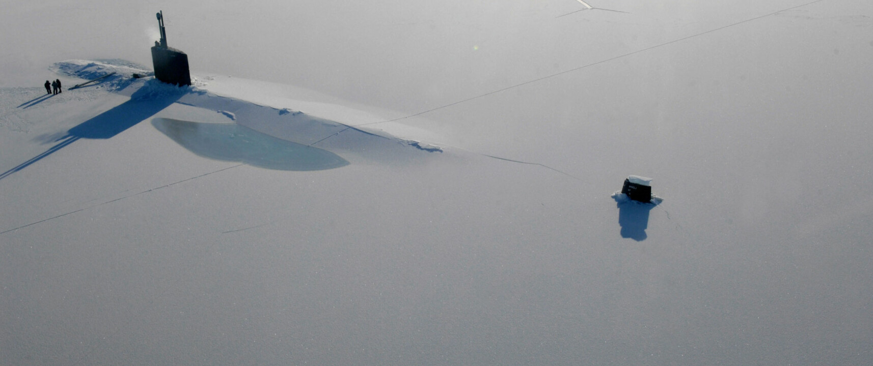 This picture provided by the US Navy on March 24, 2009 shows Los Angeles-class submarine USS Annapolis on the surface of the Arctic Ocean after breaking through three feet (1m) of ice on March 21, 2009 during Ice Exercise (ICEX) 2009. Annapolis and the Los Angeles-class submarine USS Helena are participating in ICEX 2009. With the support from the University of Washington Applied Physics Laboratory, ICEX 2009 enables the Submarine Force to operate and train in the challenging and unique environment that characterizes the Arctic region.           AFP PHOTO/US Navy/Tiffini M. Jones/HO           ++RESTRICTED TO EDITORIAL USE++