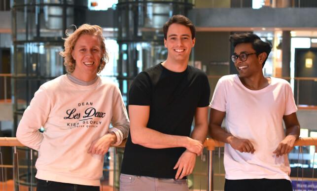 GRÜNDERNE: Studiekameratene som oppfant Hold-appen, fra venstre Maths Mathisen (26) fra Oslo, Florian Winder (28) fra Bregenz i Østerrike og Vinoth Vinaya (26) fra Drammen. Foto: Hold