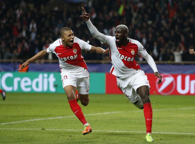 SLO UT CITY: Tiemoue Bakayoko og Kylian Mbappé jubler etter en scoring. Foto: Reuters / Andrew Couldridge / NTB Scanpix