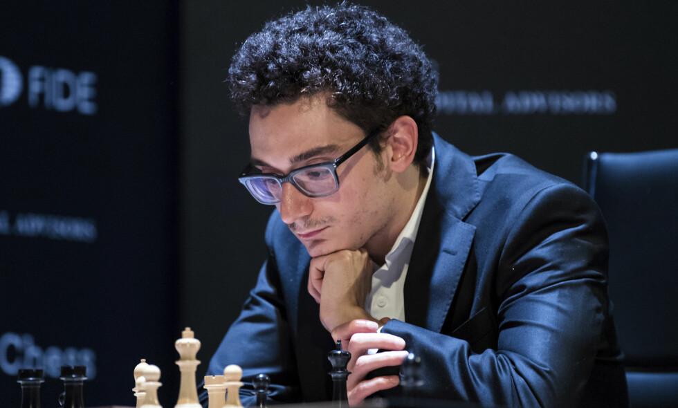 NÆRE: Fabiano Caruana ligger best an til å få møte Magnus Carlsen i VM-kamp. Hvem som vinner kandidatturneringen avgjøres tirsdag. Foto: Soeren Stache/dpa via AP