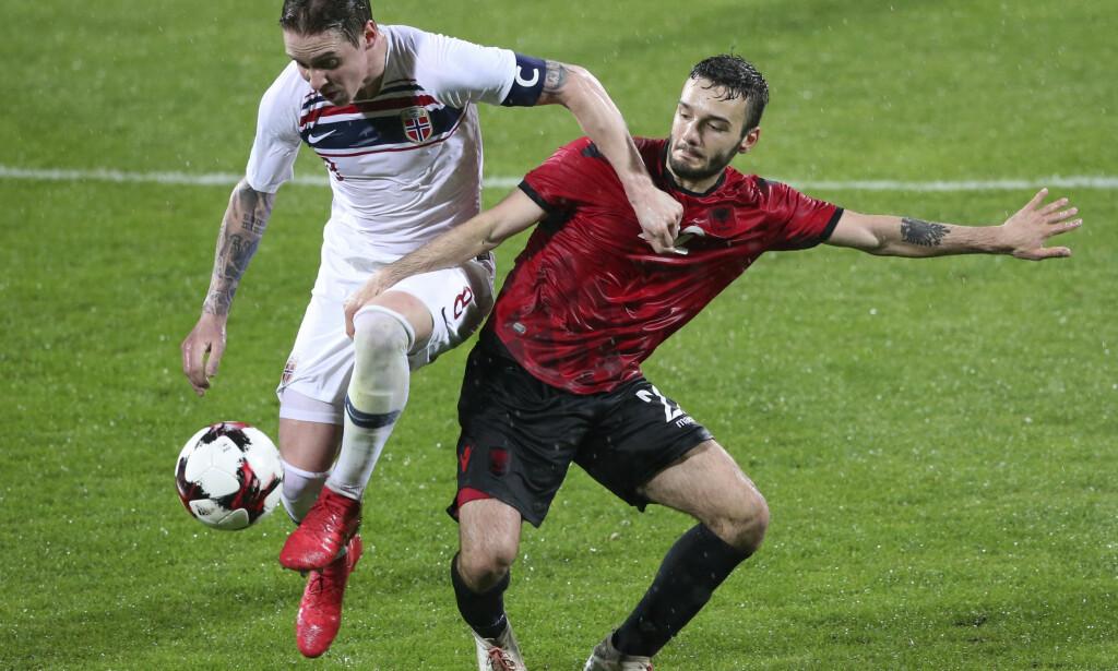 EN KRIGER: Stefan Johansen kjempet som en heroisk løve mot Albania og er en av flere spillere som får god børskarakter. Foto: NTB scanpix