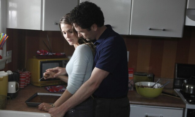 SPIONDRAMA: Rollefigurene til Keri Russell og Matthew Rhys, som begge er sovjetiske KGB-spioner, har et turbulent kjærlighetsliv i «The Americans». Foto: NTB Scanpix