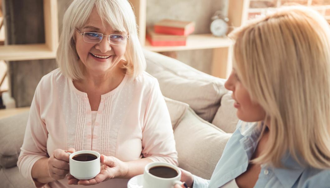 VIKTIG Å SNAKKE SAMMEN: En ordentlig prat, gjerne også med en tredjepart, kan være til god hjelp om du og naboen går hverandre på nervene. FOTO: NTB Scanpix