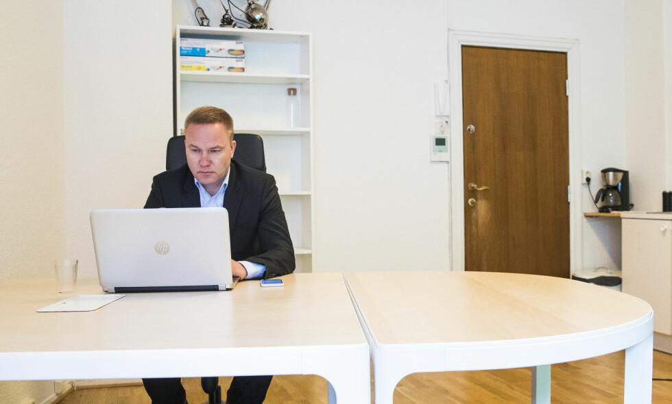 FÅR SKYVE GRENSER: Det er riktig ikke å godta at Helge Lurås (bildet) med sin etnonasjonalisme og Rustad med sin borgerkrigsmentalitet skal skyve på stadig flere grenser i retning av frykt, hat og åpen konflikt, uten at det skal ha noe å si for hvordan de møtes i studio, skriver artikkelforfatteren. Foto: Håkon Mosvold Larsen / NTB scanpix