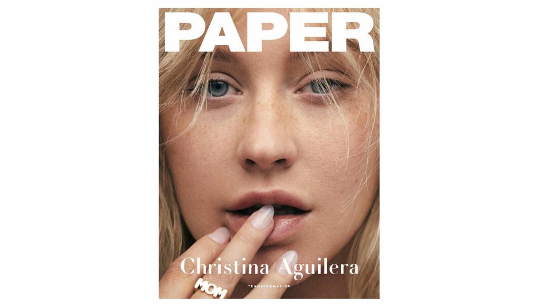 CHRISTINA AGUILERA: Den amerikanske popstjernen Christina Aguilera pryder forsiden til magasinet PAPER - med en look vi nesten aldri før har sett på henne. FOTO: Faksimile PAPER