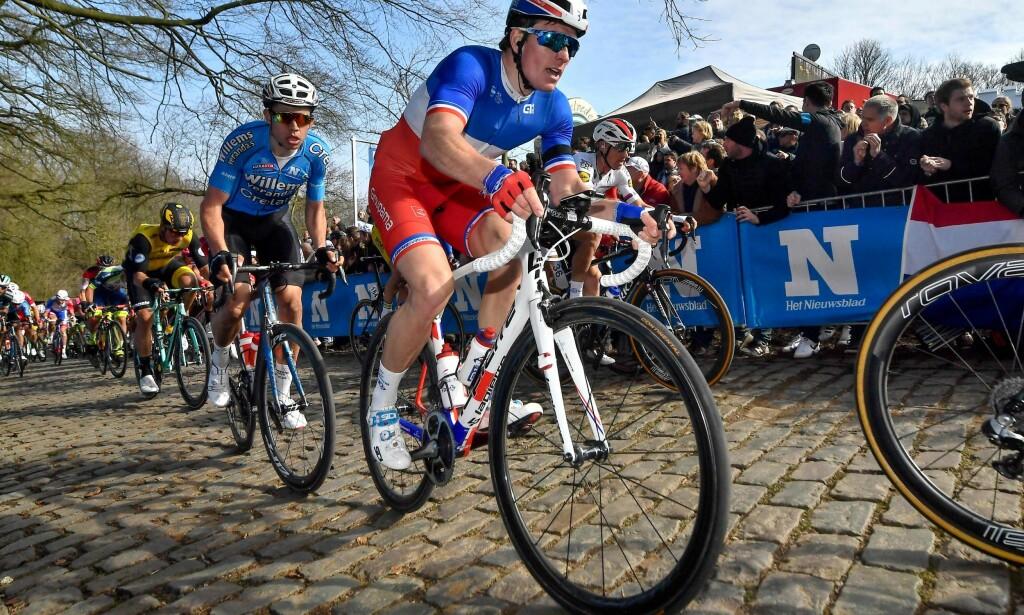 SE BAK DEG, DÉMARE! Wout Van Aert har inntatt landeveisscenen med den største selvfølge denne sesongen, men 23-åringen fra Herentals utenfor Antwerpen er superstjerne i en helt annen disiplin innenfor sykkelsporten. / AFP PHOTO / Belga / DIRK WAEM / Belgium OUT