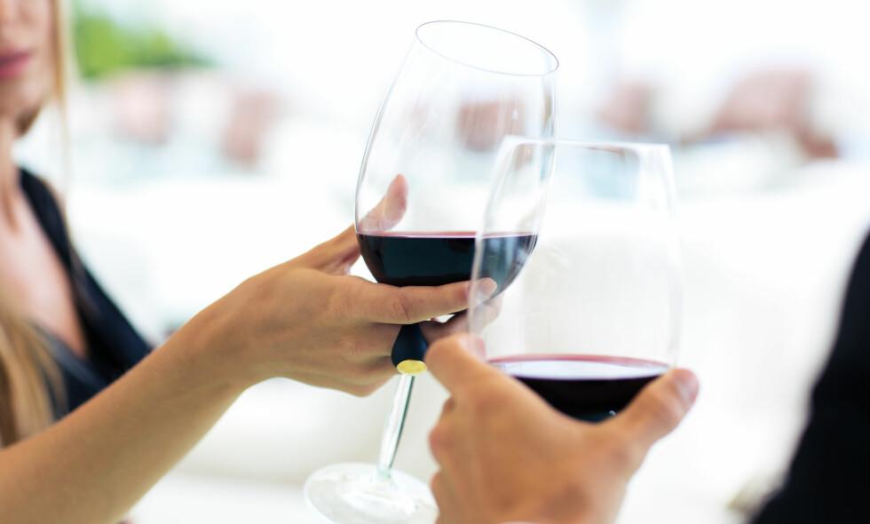 ØKT FORBRUK: Godt voksne drikker mer enn de yngre, og tendensen er økende. Foto: Shutterstock / NTB Scanpix