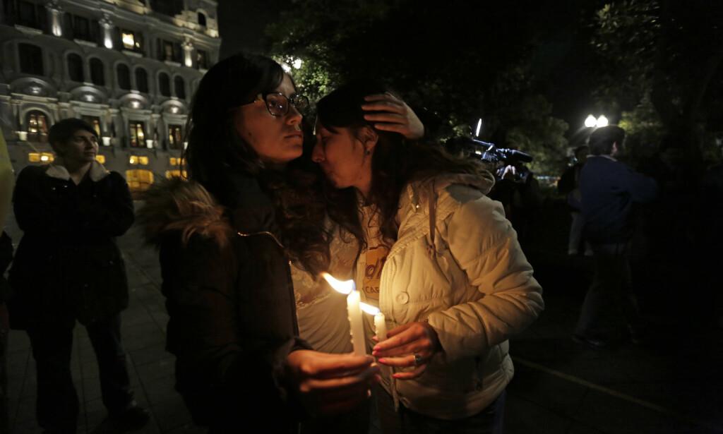 MARKERING: Ansatte i avisa El Comercio samlet seg til markering for å kreve at det settes inn tiltak for å få de kidnappede journalistene løslatt. Foto: AP / NTB Scanpix