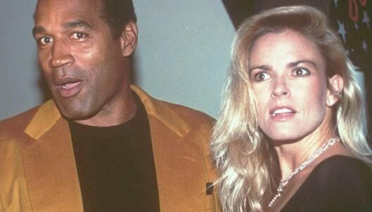 <strong>SAMMEN:</strong> O.J. Simpson og Nicole Brown Simpson fotografert sammen i 1993. Knapt et år senere ble hun drept. Foto. AP / NTB scanpix