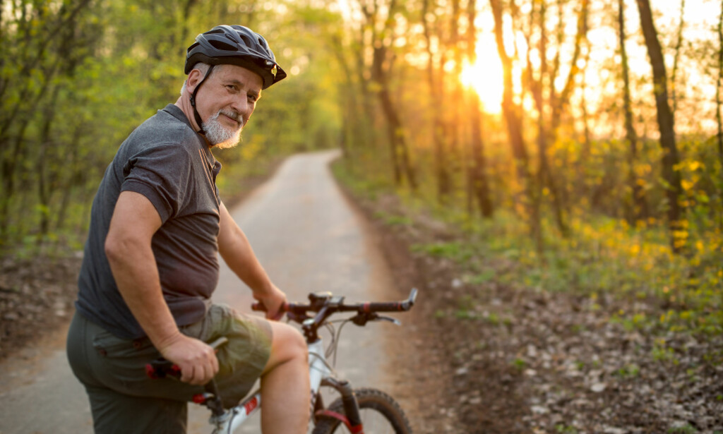 ALDERSSPENN: Både godt voksne og unge på vanlig tråsykkel, 25-elsykkel og 45-elsykkel var med i undersøkelsen. Foto: Lightpoet/Shutterstock/NTB scanpix