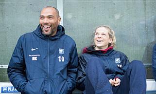 FOTBALLSERIE: Ane Dahl Torp og John Carew spiller i NRKs nye storsatsning «Heimebane», om fotballtreneren Helena Mikkelsen og fotballaget Varg. FOTO: NRK