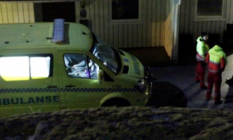 FUNNET DØD: Kvinnen i 40-åra ble funnet død inne i sin bolig av ambulansepersonell i kveld. Foto: Peder Gjersøe