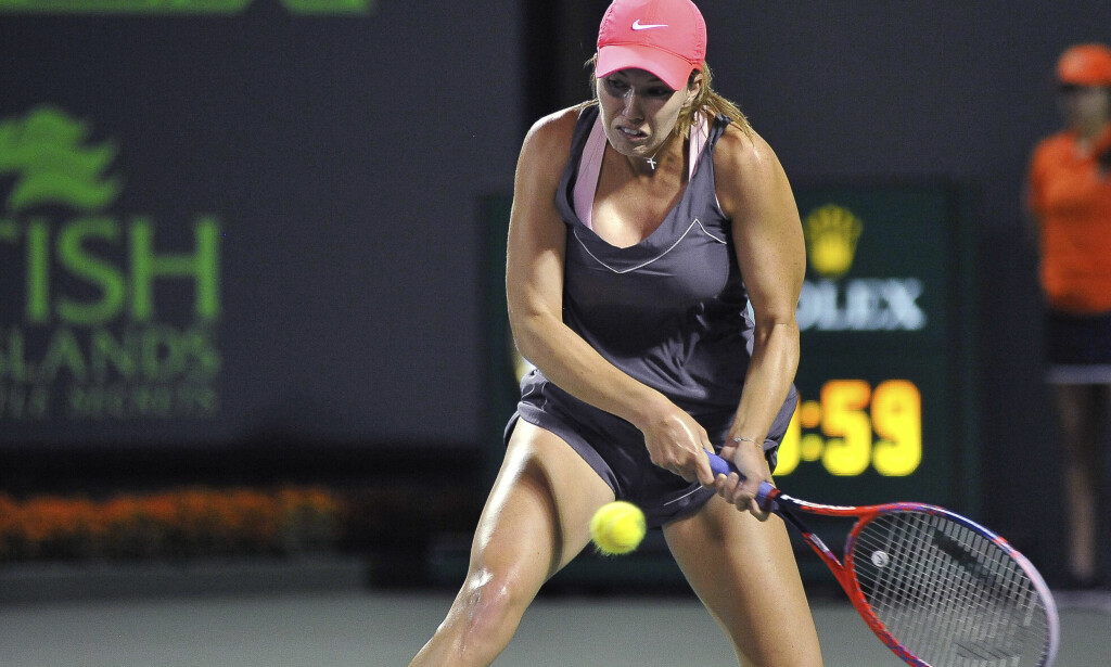 TIL SEMIFINALE: Danielle Collins er videre til semifinalen i Miami Open etter å ha slått Venus Williams. Foto: NTB Scanpix/AP Photo/Gaston De Cardenas