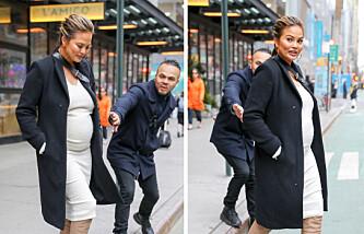 Her blir gravide Chrissy reddet fra å bli påkjørt
