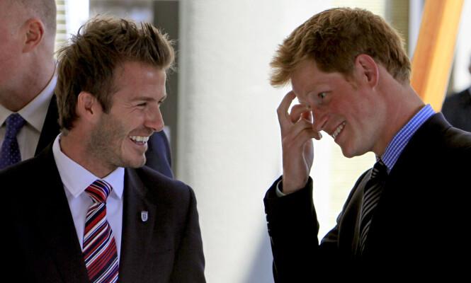 VENNER: Fotballstjernen David Beckham har kjent prins Harry i mange år. Her fra 2010. Foto: AP / NTB Scanpix