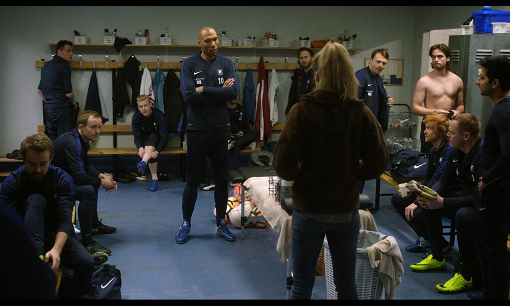AVFEID: Helena vil ikke ta imot Michaels innspill til taktikken mot Lillestrøm. Foto: NRK