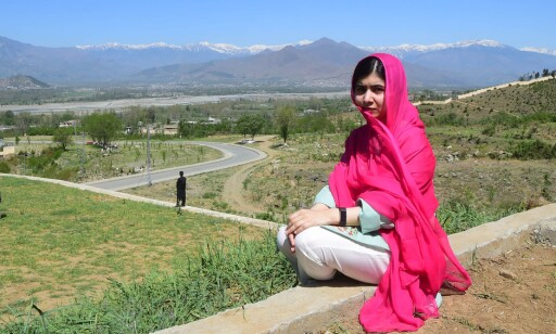 Pakistani activist and Nobel Peace Prize laureate Malala Yousafzai poses for a photograph at all-boys Swat Cadet College Guli Bagh, during her hometown visit, some 15 kilometres outside of Mingora, on March 31, 2018. Malala Yousafzai landed in the Swat valley on March 31 for her first visit back to the once militant-infested Pakistani region where she was shot in the head by the Taliban more than five years ago. / AFP PHOTO / ABDUL MAJEED