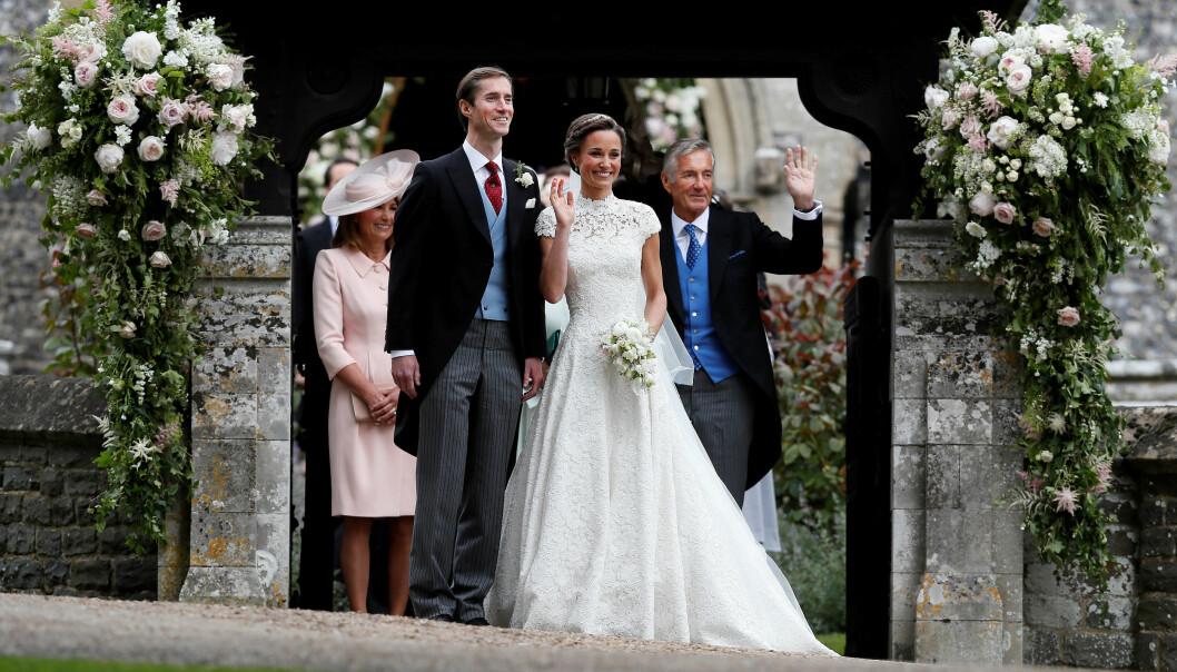 SAMMEN MED SVIGERDATTEREN: David Matthews (til høyre) avbildet sammen med Pippa Middleton, sønnen James og Pippas mor i mai i fjor. Foto: NTB Scanpix