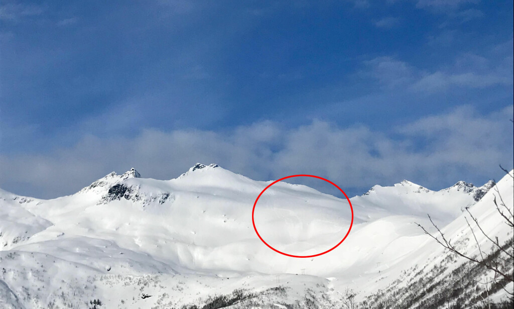 PÅSKEVAKKERT, MEN LIVSFARLIG: Her ble skiløpere tatt av skred i bratthenget i Pilan i Mårfjordfjellet noen minutter over klokka 12 påskeaften. Foto: Thea Klaussen.
