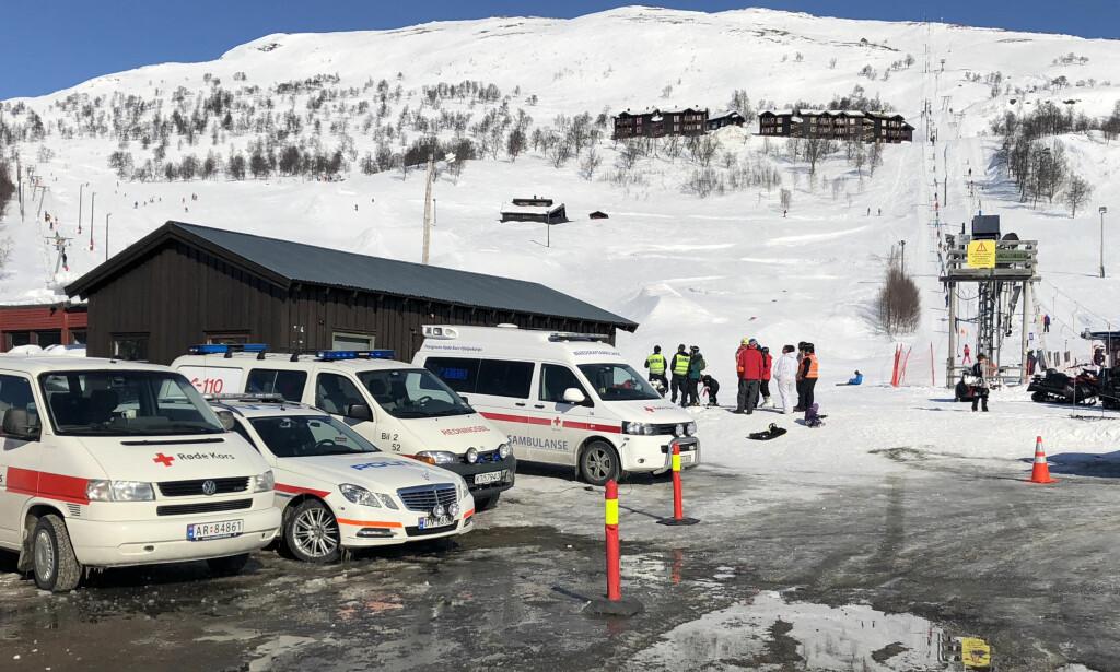 REKORDMANGE OPPDRAG: Røde Kors' hjelpekorps rykket blant annet til et oppdrag på Haukelifjell skisenter, der to kvinner ble skadd i en skiheisulykke lørdag. Denne påska har Røde Kors deltatt i flere oppdrag enn noensinne. Foto: Tone Lutcherath/Haugesunds Avis / NTB scanpix