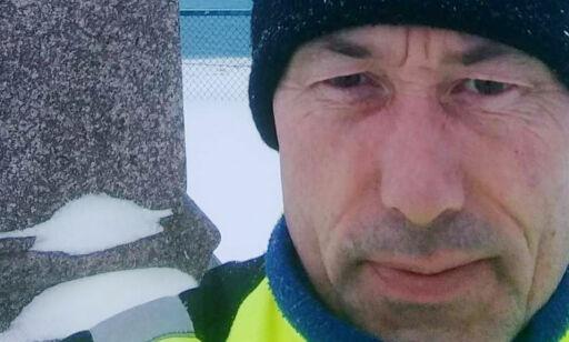 image: Tom (53) har sittet på Nordkapp i ni dager. - Andre har det verre enn meg