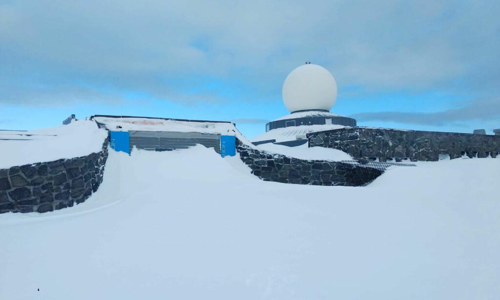 UNDER RENOVERING: Nordkapphallen er under renovering, og Tom har kjørt 2300 kilometer dit for flytte ventilajonsanlegget i himlingen. Foto: Privat